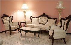 Una decoración clásica está provista de lujo, ambientes recargados, colores cálidos, pomposidad, suntuosidad, antigüedades, en definitiva un ambiente de historia y romanticismo.