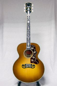 Gibson Guitar ‏ Gallery (April Ltd.) - stunning 3 piece back (AAA flame maple sides/rosewood center) Gibson Acoustic, Best Acoustic Guitar, Acoustic Guitar Lessons, Prs Guitar, Gibson Guitars, Guitar Tips, Cool Guitar, Acoustic Guitars, Epiphone