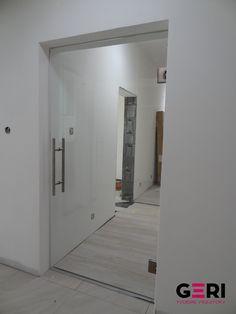 Sklenená stena s otváracími dverami, Púchov