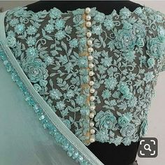 designer blouse on I Netted Blouse Designs, Saree Blouse Neck Designs, Fancy Blouse Designs, Bridal Blouse Designs, Sari Design, Net Saree Blouse, Blouse Batik, Jeans Cargo, Outfit Invierno