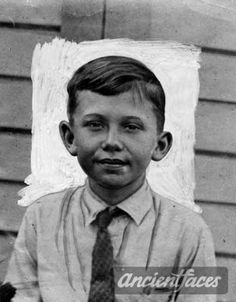 William Collins  Nationality : American  Residence :  Venice, Los Angeles California United States  Death : April 15, 1928  Cause : Murdered ( body cremated )  Age : 9 years