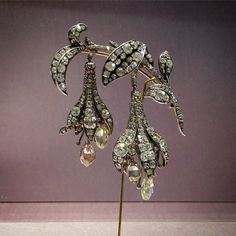 Chaumet diamond fuchsia brooch made in 1840 under the direction of Jean-Baptiste Fossin. Silver on gold with diamonds en tremblant