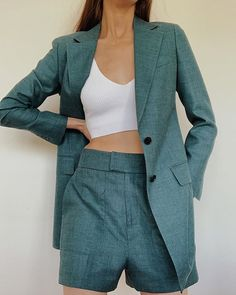 Biggest Women S Fashion Brands Short Outfits, Chic Outfits, Fashion Outfits, Womens Fashion, Fashion Ideas, Look Blazer, Blazer And Shorts, Teal Suit, Look Con Short