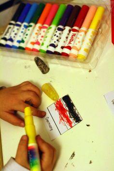 Montessorı Ev Okulu : Dünya Çocukları ve Dünya Bayrakları (children of t...