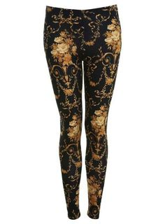 I recently really got into printed leggings! Perfect for the comfy stylish Woman !