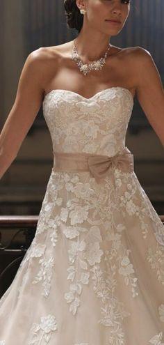 Sweetheart Sleeveless Empire Organza,tulle A-line Chapel Train Wedding Dress
