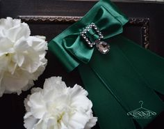 handmade smaragd brooch for woman  by domkadesign