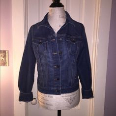 Jean Jacket Old Navy denim button up jean jacket! Barely worn, in like-new condition. Make an offer  Old Navy Jackets & Coats Jean Jackets