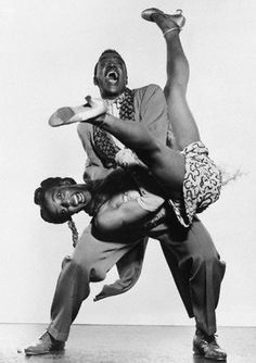 Lindy hop - original swing dance, frequently described as a jazz dance, that includes footwork borrowed from Charlston and Tap Swing Dancing, Swing Jazz, Lindy Hop, Shall We Dance, Lets Dance, Dance Baile, Black Dancers, Ballet Russe, Dance Like No One Is Watching
