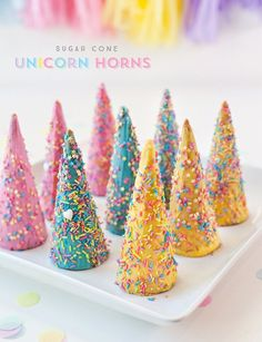 Need unicorn birthday party ideas? This fun party activity lets guests decorate their own unicorn horn with rainbow sprinkles! Rainbow Unicorn Party, Rainbow Birthday, Unicorn Birthday Parties, Birthday Party Themes, Birthday Ideas, 5th Birthday, Diy Unicorn Party, Diy Unicorn Cake, Unicorn Cake Pops