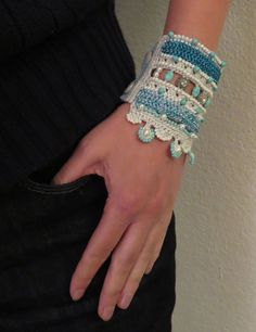 This is a listing for THE PATTERN/TUTORIAL of The Bead Crochet Bracelet Cuff: Turquoise-Blue-Pearl-Swarovski, NOT the actual product. Original size: 19 x 8.5 cm. Button to hole = 17 cm. It can be adjusted. You will get step-by-step instructions (200+ PHOTOS) with the list of all
