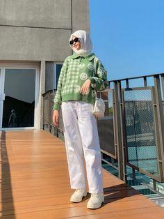 Ootd Hijab, Hijab Fashion, Muslim, Raincoat, Blazer, Sweaters, Jackets, Outfits, Dresses