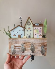 Small Wooden Projects, Wood Projects, Diy Home Decor Projects, Crafty Projects, Wooden Name Plates, Diy For Kids, Crafts For Kids, Pintura Country, Timber House