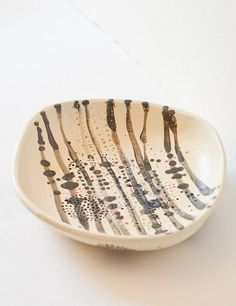 white clay bowl by Lari Washburn, via Flickr