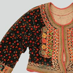 Woman's velvet katana jacket. Decorated with haberdashery trimmings and buttons, sequins and metal pendants. Fastened with hooks and eyes. Hand and machine-sewn. Western Krakowiak Folk, Kraków-Bieńczyce, early 20th c.