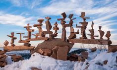 Canada-born and Colorado-based artist and photographer Michael Grab is a master of stone balancing. Perhaps magician's a better word for it, actually, as it's difficult to comprehend how he could have created his graceful works of balance art. Land Art, Michael Grab, Stone Balancing, Art Et Nature, Balanced Rock, Street Art, Rock Sculpture, Stone Sculptures, Balance Art
