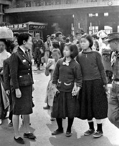 Old Pictures, Old Photos, Vintage Photos, Korean War, The Old Days, Korean Street, Hiroshima, Seoul, The Past