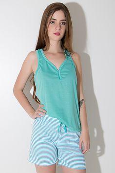 ad4324fbf Babydoll confeccionado em malha, confortável e suave à pele. A camiseta  lisa possui decote