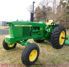 J7464.JPG - 1969 John Deere 4020 tractor , 5,714 hours on meter , Six cylinder diesel engine , Serial M23R023906...