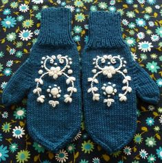 Folk Embroidery Patterns Knitted mittens with embroidery - made by www. Crochet Mittens, Knitted Gloves, Knit Crochet, Crewel Embroidery, Cross Stitch Embroidery, Embroidery Patterns, Textiles, Seed Stitch, Knitting Projects