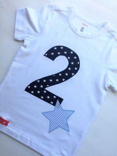 """Ein liebevoll gestaltetes Shirt für die kleinen """"Großen"""" ;-)). Das Shirt ist aus Biobaumwolle und als T-Shirt (in den Größen 12-18 Monate, 86/92 bis 110/116) wie auch als Langarmshirt..."""