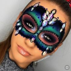 Mask Makeup, Face Paint Makeup, Costume Makeup, Eyeshadow Makeup, Makeup Art, Makeup Ideas, Half Face Halloween Makeup, Mermaid Halloween Makeup, Helloween Make Up