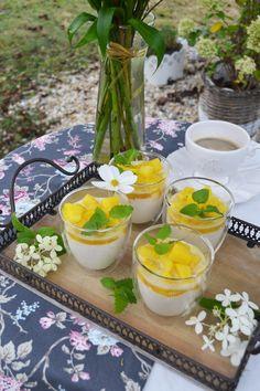 Heute feiern wir mit diesen süßen Gläsern. Ich liebe Desserts im Glas, das wisst ihr ja mittlerweile schon. Sie sind einfach super vorzubereiten, lassen sich bequem im Kühlschrank parken und man ho…