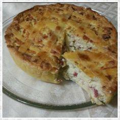 La pastiera salata no n è altro che una torta salata alla quale si aggiunge il grano cotto così come si fa per la versione dolce