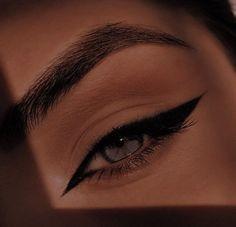 Edgy Makeup, Makeup Eye Looks, Grunge Makeup, Eye Makeup Art, Pretty Makeup, Makeup Inspo, Makeup Inspiration, Khol Eyeliner, No Eyeliner Makeup
