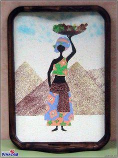 Bandeja decorada con arenas de colores por una alumna de www.manualidadespinacam.com #manualidades #pinacam #arena