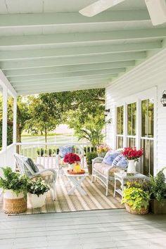 Modern Rustic Farmhouse Porch Decor Ideas 36