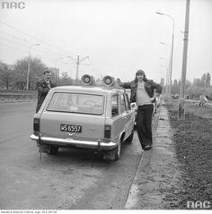 Zdjęcie numer 0 w galerii - Warszawa w latach 70. Pochody, czyny społeczne, neony [GALERIA]