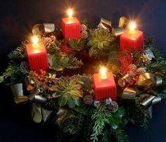 """Az advent szó jelentése """"eljövetel"""". A latin """"adventus Domini"""" kifejezésből származik, ami annyit tesz: """"az Úr eljövetele"""".[2] A karácsonyt megelőző várakozás az eljövetelben éri el jutalmát. Régebben egyes vidékeken """"kisböjtnek"""" nevezték ezt az időszakot. https://hu.wikipedia.org/wiki/Advent"""