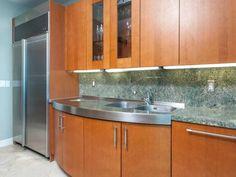 Luxury Kitchen | Continuum South #2104 | 100 S POINTE DR, MIAMI BEACH, FL 33139 | Jeff Miller Group