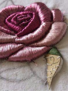 объемная вышивка шёлком роза
