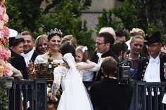 anythingandeveythingroyals:  Wedding of Prince Carl Philip of Sweden and Sofia Hellqvist, June 13, 2015-Princess Estelle offers her new aunt Princess Sofia a hug as grandmother Queen Silvia, mom Crown Princess Victoria and dad Prince Daniel look on