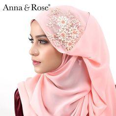 Salah satu warna #sofeabeadedshawl yang #annaqueens wajib grab!! Warna peach dengan beads 3D bunga bunga yang cantik. Dipadankan dengan tona warna pastel yang lembut. Nampak cute dan ceria sangat kann?  Sesuai digayakan untuk apa jua majlis, confirm pandang tak jemu tauu 😍 - Anna Anna Rose, Hijab Tutorial, Beautiful Hijab, Pashmina Scarf, Neck Scarves, Headgear, Hijab Fashion, Hand Stitching, Shawl