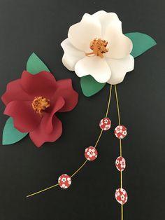 やまもとえみこさん「野の花の立体切り紙」を参考に、老人ホーム入居者様と作成した、お正月飾りです。 Paper Art, Paper Crafts, Washi, Paper Flowers, Arts And Crafts, Artwork, Projects, Design, Decor