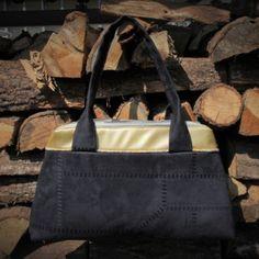Sac City Zip-Zip cousu par celineker - Tissu(s) utilisé(s) : Simili doré et suédine noire, doublure magasin Toto - Patron Sacôtin : City Zip-Zip