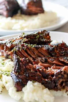 These melt-in-your-mouth short ribs are decadent thanks to the sous vide. Paired with a Hawaiian BBQ sauce, they make a great summer dinner Sous Vide Lamb, Sous Vide Cooking, Cooking Ribs, Cooking Stuff, Pressure Cooking, Gourmet Recipes, Beef Recipes, Cooking Recipes, Anova Recipes