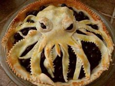 who wants some Cthulhu pie? Bye Bye Cthulhu Pie you made my berries look so scary and I just don't know why Your evil crust makes me want to cry this will be the day that I die… this will be the. Cute Food, Good Food, Yummy Food, Awesome Food, Cthulhu, Bolo Pinata, Octopus Pie, Angry Octopus, Just Desserts