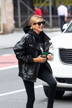 Hailey Bieber Goes Shopping, These Are The Black Denim Jeans.- Hailey Bieber G. Hailey Bieber Goes Shopping, These Are The Black Denim Jeans.- Hailey Bieber Goes Shopping, These Are The Black Denim Jeans She Buys Outfit Chic, Outfit Jeans, Denim Outfits, Leather Jacket Outfits, Hoodie Outfit, Leather Jackets, Fall Jeans, Black Denim Jeans, Black Jeans Outfit Casual