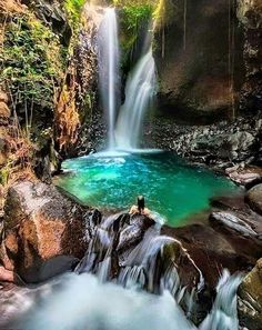 Git Git Waterfall, Bali - Lauralie - Travel The World Ubud, Places Around The World, Travel Around The World, Dream Vacations, Vacation Spots, Italy Vacation, Holiday Destinations, Travel Destinations, Places To Travel