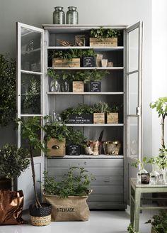 Style inspiratie: 3 ideeën voor het decoreren van een vitrinekast - Roomed