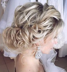 Wedding hairstyle idea; Featured Hairstyle: Ulyana Aster