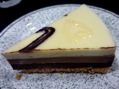 tarta de tres chocolates sin azúcar 2 Tres Chocolates, Sin Gluten, Sugar Free, Cheesecake, Deserts, Food And Drink, Low Carb, Ice Cream, Healthy Recipes
