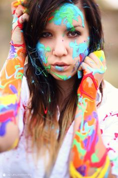 Senior pictures ideas for girls with paint. Paint senior picture ideas. Paint senior pictures. Body paint senior pictures. #paintseniorpictuerideas #seniorpictureideasforgirls #paintseniorpictures.