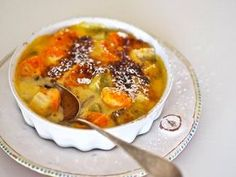 Sikke Sumari ihastui jo vuosia sitten Pariisin reissuillaan jälkiruokaan, jossa yhdistyvät hedelmät ja vaniljainen kreemi.
