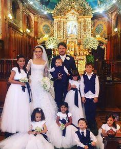 Lalá Noleto e Diego Sala com as daminhas e pajens!! #casamentolalaediegosala #lalavemanoiva #casamentosreais #casamentodefamosos #fotodosnoivos #realwedding #lalanoleto #noivinhasdeluxo Foto via @gabymenotti
