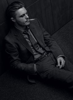 I LOVE Michael Pitt's acting...can't believe they killed him off 'Boardwalk Empire'..what a sexy tourtured bad guy!